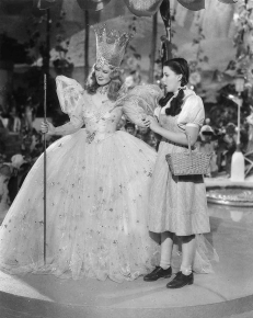 Billie_Burke_and_Judy_Garland_The_Wizard_of_Oz_(1939)